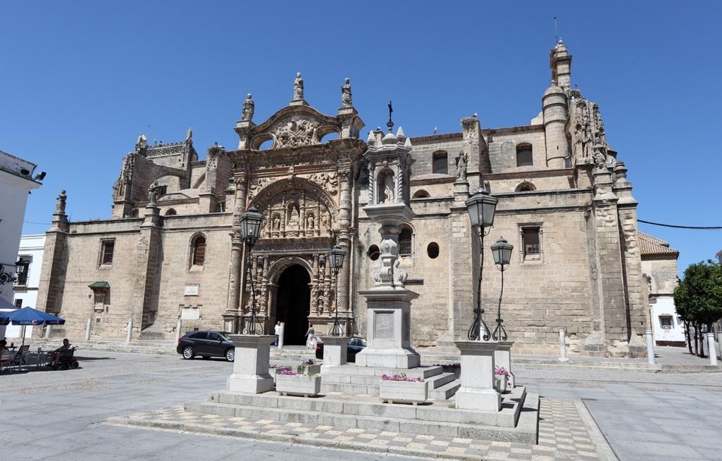 ¿Por qué visitar la iglesia de Santa María del Puerto?